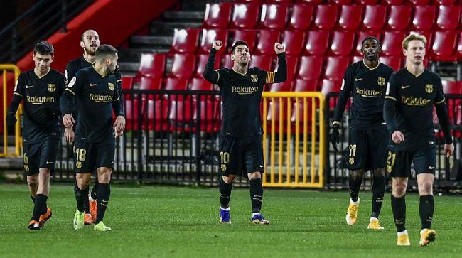 Barcelona diam-diam masuk dalam persaingan meraih gelar Liga Spanyol musim 2020/2021 dengan menempati peringkat ketiga klasemen.