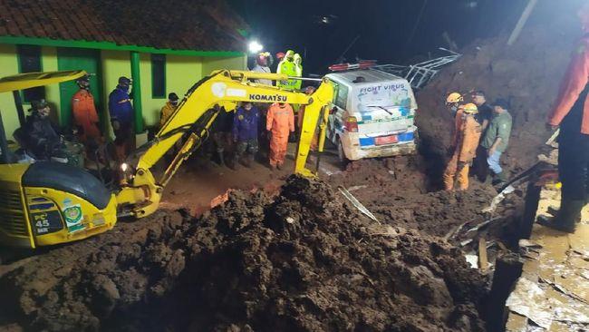 Tanah longsor di Sumedang dipicu curah hujan tinggi dan tanah yang tak stabil. 11 orang dilaporkan tewas dan 18 lainnya terluka.