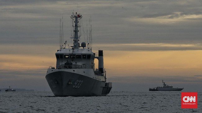 Sejumlah kapal dan helikopter telah dikerahkan untuk melakukan pencarian pesawat Sriwijaya Air SJ 182 yang jatuh di perairan Kepulauan Seribu, Sabtu (9/1).