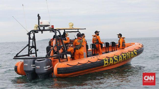 Basarnas bakal mengecek kebenaran informasi tentang tanda SOS yang muncul di Pulau Laki, dekat dari lokasi pesawat SJ 182 jatuh.