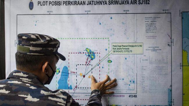 Tim SAR gabungan akan mengerahkan kapal angkut untuk mengangkat badan pesawat Sriwijaya Air SJ 182 yang jatuh di perairan Kepulauan Seribu.