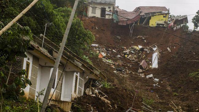 Lokasi longsor di Desa Cihanjuan, Kecamatan Cimanggung, Sumedang, rawat untuk menjadi permukiman warga.