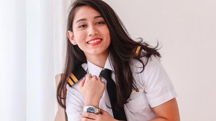 10 Pesona Athira Farina, Pilot Cantik yang Dijodohkan untuk El Rumi