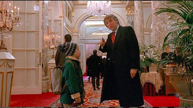 Setelah Twitter menutup akun Donald Trump, warganet menyerukan penghapusan adegan yang menampilkan sang Presiden AS dalam Home Alone 2: Lost in New York.