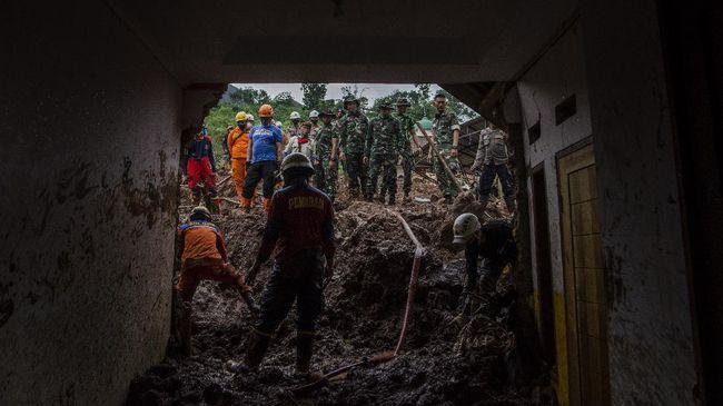 Jumlah total korban meninggal dunia longsor Sumedang sudah mencapai 28 orang dan masih dalam pencarian sebanyak 12 orang.