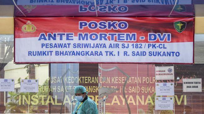 Tim Disaster Victim Identification (DVI) Polri telah mengidentifikasi 47 korban Sriwijaya Air SJ 182. Dari jumlah itu, 35 korban telah diserahkan ke keluarga.