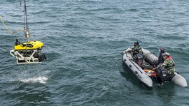 FOTO: ROV Robot Bawah Laut Menyelam Cari Black Box SJ 182