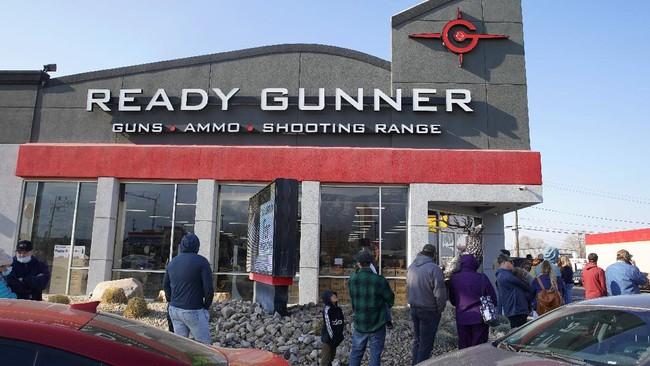 Penjualan senjata api di Amerika Serikat (AS) meningkat usai rusuh massa pendukung Presiden AS Donald Trump di Gedung Capitol pada pekan lalu.