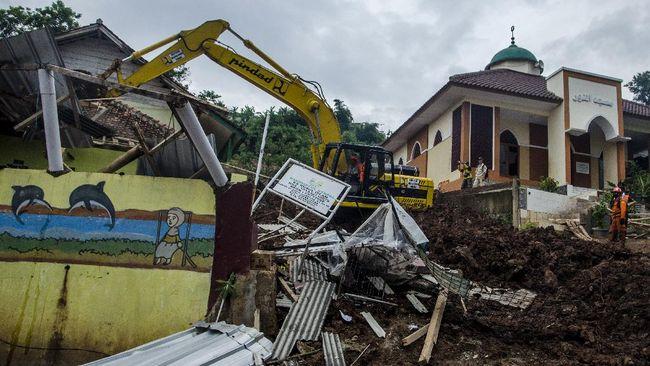 Total saat ini terdapat 21 korban tewas longsor Sumedang yang telah ditemukan dan 19 lainnya masih dicari.