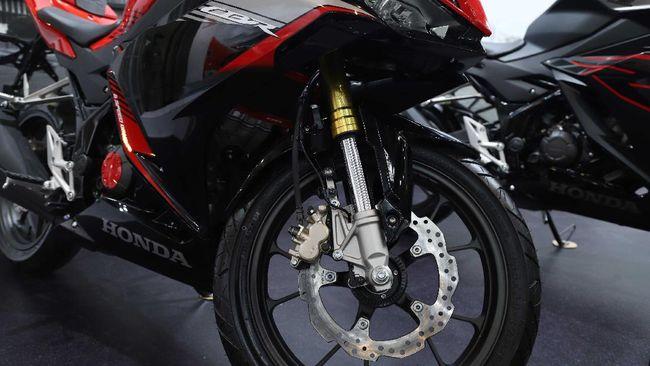 Penggunaan upside down pada motor cc kecil terasa lebih untuk mengikuti tren, padahal secara fungsi hanya sedikit lebih baik ketimbang telescopic biasa.
