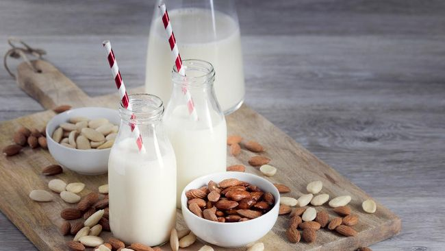 Susu almond adalah salah satu susu nabati yang cukup banyak dinikmati karena tekstur dan rasanya yang kaya. Berikut sejumlah manfaat susu almond.