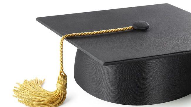 Pemberian-pemberian gelar kehormatan (honoris causa) oleh kampus ke elite atau penguasa kerap mengundang komentar miring 'fenomena obral gelar akademis'.