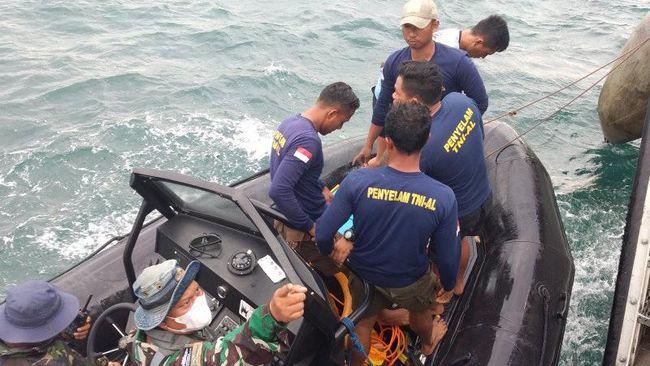 Tim penyelam TNI AL berhasil menemukan black box bagian FDR pesawat Sriwijaya Air SJ 182.