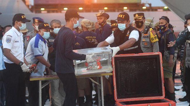 ROV atau robot pencari ke dasar laut dikerahkan untuk melihat situasi di bawah air dalam pencarian black box CVR Sriwijaya Air AJ 182 pada Kamis (14/1).