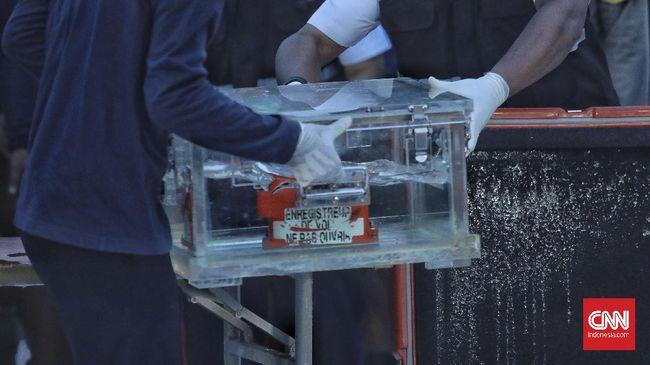 Kotak Hitam di pesawat memiliki dua bagian, salah satunya Cockpit Voice Recorder (CVR) yang baru ditemukan di kasus jatuhnya Sriwijaya Air SJ 182.