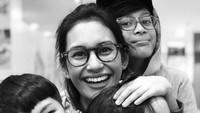 <p>Nikah di usia muda, wajar kalau Raihaanun masih awet cantiknya meski sudah punya tiga anak laki-laki. Putra pertamanya, Milan Roushan Karuna Soeriaatmadja, kini sudah berusia 13 tahun. (Foto: Instagram @raihanuun)</p>