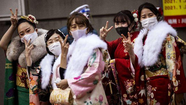PM Jepang Yoshihide Suga berencana melonggarkan isolasi pasien covid-19 karena kenaikan kasus bunuh diri.