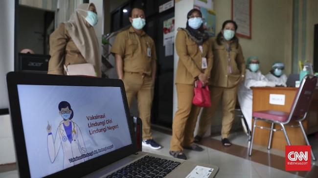 Jelang pelaksanaan vaksinasi Covid-19 yang rencananya mulai 14 Januari 2021, simulasi penyuntikan vaksin digelar di Puskesmas Cilincing, Jakarta Utara.