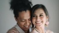 <p>Selamat menempuh hidup baru untuk Arie Kriting dan Indah Permatasari.&nbsp;(Foto: Instagram @imagenic)</p>