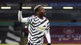 Gol tendangan voli Paul Pogba membawa Manchester United menang atas Burnley dan menggusur Liverpool dari puncak klasemen Liga Inggris.