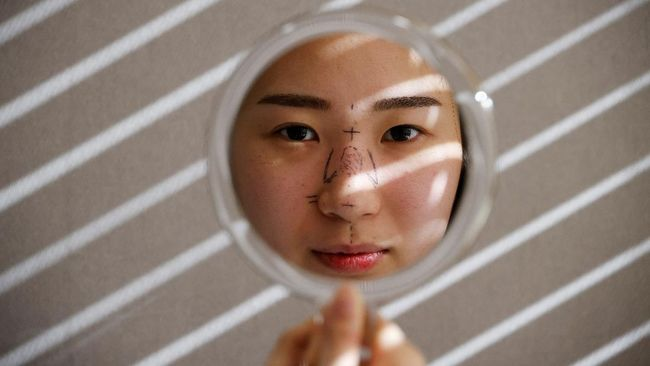 Pemerintah akan mengenakan pajak pertambahan nilai (PPN) bagi operasi plastik untuk kecantikan.