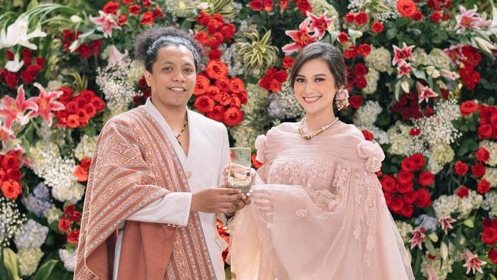Resmi Menikah, Intip Makeup dan Gaun Pengantin Cantik Indah Permatasari