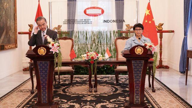 Menlu RI Retno Marsudi menegaskan kembali seluruh negara, tak terkecuali China, menghormati hukum internasional dalam bersikap di Laut China Selatan.