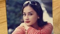 <p>Mona Ratuliu mengawali karier di dunia akting sejak usia sangat belia, 12 tahun. Pada 1994 silam, ia menjajal peran di sinetron <em>Hati yang Perawan</em>. (Foto: Instagram @monaratuliu)</p>