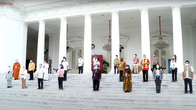 Jokowi menyampaikan terima kasih kepada pengusaha hingga buruh yang sudah ikut vaksinasi corona perdana bersamanya pada Rabu (13/1).