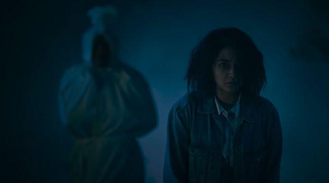 Berikut sinopsis film horor Pocong the Origin, gambaran kesengsaraan seorang gadis akibat ayahnya main ilmu hitam.
