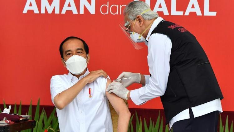 Presiden Jokowi disuntik vaksin Corona (COVID-19)
