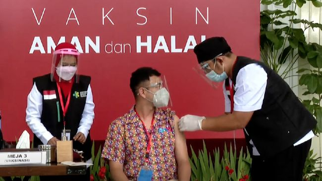 Selebritas Raffi Ahmad mengaku siap untuk menerima vaksinasi Covid-19 tahap kedua, seperti yang akan dilakukan Presiden Joko Widodo hari ini, Rabu (27/1).