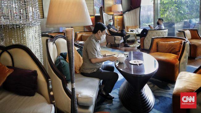 Pengusaha, khususnya yang bergerak di sektor perhotelan, restora, ritel, maupun mal meminta pemerintah menghentikan PPKM di Jawa-Bali karena memberatkan.