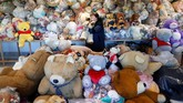 Lebih dari 20 ribu boneka beruang atau teddy bear 'hibernasi' di gudang di sebuah desa kecil di Hungaria timur, hingga pandemi virus corona Covid-19 mereda.
