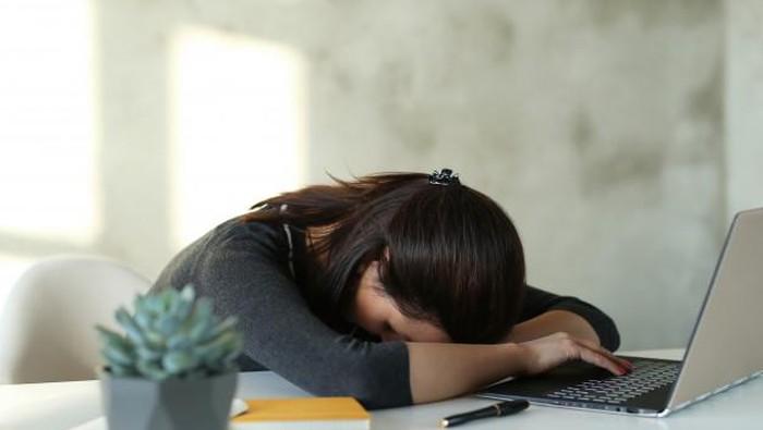 7 Tips Sederhana Mengusir Rasa Kantuk saat Bekerja