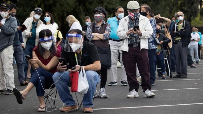 FOTO: Antre Vaksin di Disneyland