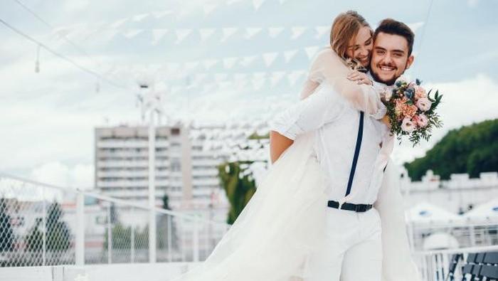 Cara Menabung Agar Resolusi Menikah di Tahun 2021 Tercapai