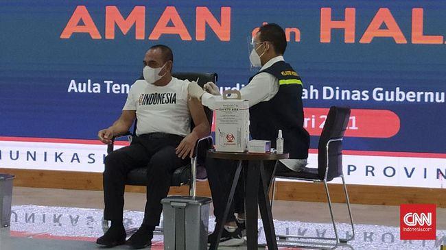 Gubernur Sumut Edy Rahmayadi mengaku semakin sehat dan segar usai menerima vaksin covid-19 Sinovac di rumah dinasnya, Kamis (14/1).