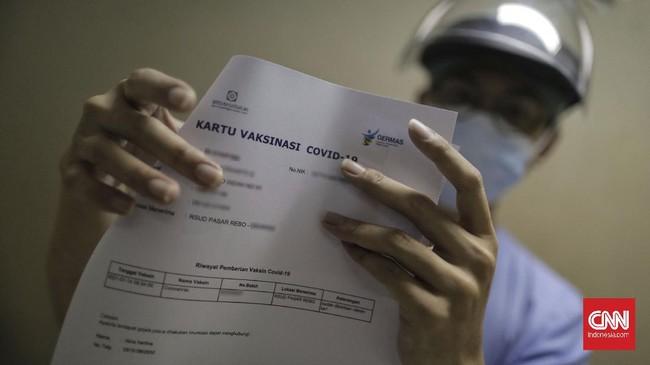 Sejumlah tenaga kesehatan di DKI Jakarta mulai disuntik vaksin covid-19 perdana pada Kamis (14/1).