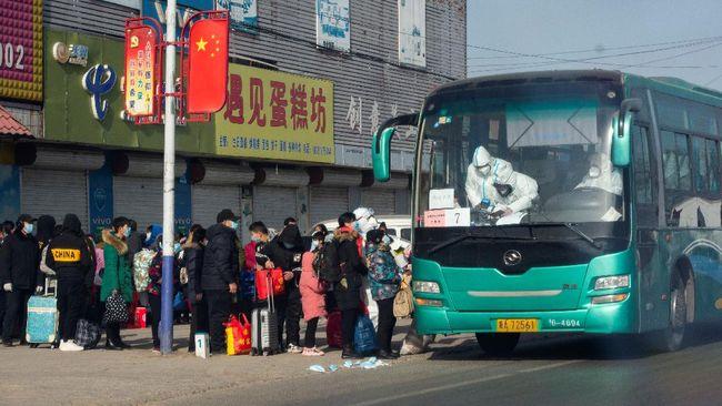China kembali melaporkan lonjakan kasus harian virus corona. Penambahan kasus baru itu tertinggi dalam lebih dari 10 bulan terakhir.