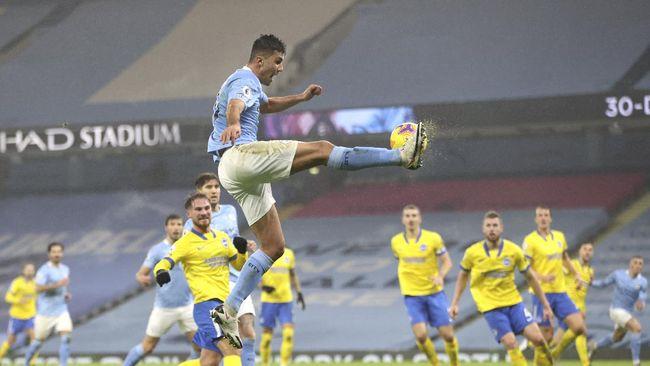 Klasemen Liga Inggris mengalami perubahan usai Manchester City menang tipis 1-0 atas Brighton & Hove Albion pada pekan ke-18.