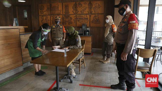 DPR ingatkan pemerintah untuk merumuskan ulang kebijakan penanganan pandemi Covid-19 guna mengantisipasi lonjakan kasus, apalagi jelang libur perayaan Imlek.