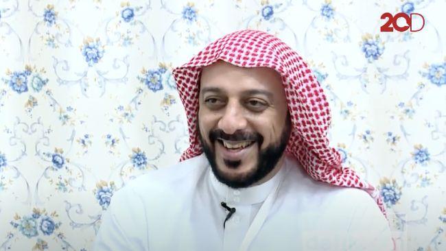 Syekh Ali Jaber aktif memberi ceramah di berbagai tempat, televisi, bahkan syiar agama dari dalam mobil dengan memanfaatkan media sosial Instagram.
