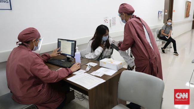 Polisi memeriksa pihak Puskesmas Kebon Jeruk untukm mengklarifikasi soal crazy rich Helena Lim yang menerima vaksin covid-19.