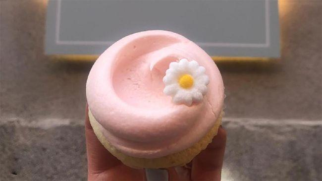 Sebuah toko roti di New York City yang terkenal setelah cupcake-nya muncul di serial Sex and the City, membagikan resep kue bernama 'Carrie Cupcake' itu