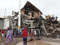 2 Korban Terjebak Reruntuhan Kantor Gubernur Sulbar