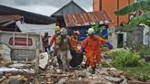 Gempa mengguncang Sulawesi Barat. Dua wilayah, Majene dan Mamuju paling terdampak. Selain bangunan rusak, gempa juga menewaskan puluhan orang.