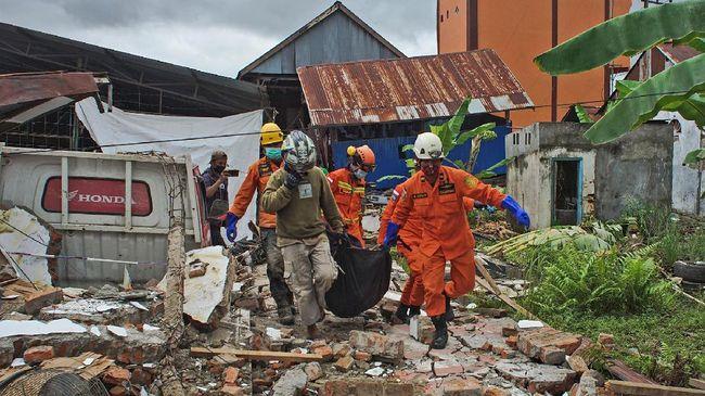 Dalam catatan BNPB saat ini ada 43 orang tewas akibat gempa di Sulbar. Korban tewas paling banyak ada di Kabupaten Mamuju.