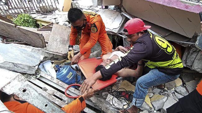 BNPB merinci 34 orang meninggal dunia di Kabupaten Mamuju dan delapan orang di Kabupaten Majane, akibat gempa di Sulawesi Barat.