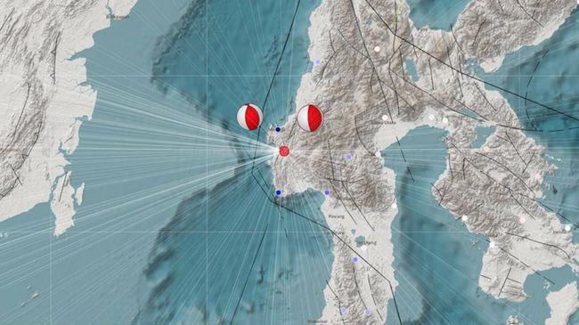 BMKG menyatakan belum ada tanda-tanda tsunami karena gempa di Sulawesi Barat, namun masyarakat diingatkan waspada sebab bencana ini sempat terjadi pada 1969.